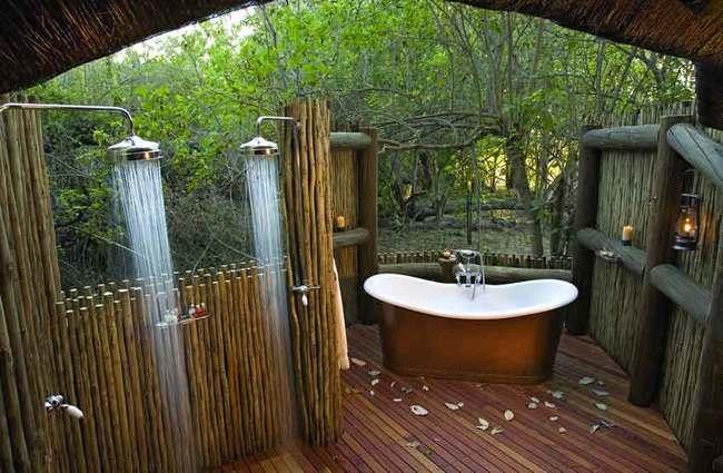 baño a la intemperie en medio del bosque