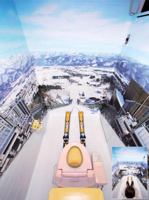 baño que tiene paredes como si fueran de  montañas