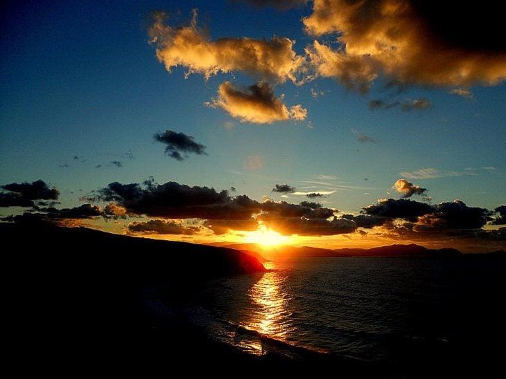 puestade sol en la playa de malaga