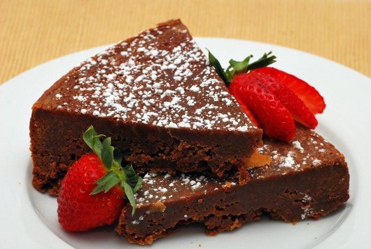 pastel de nutella espolvoreado con azúcar glas