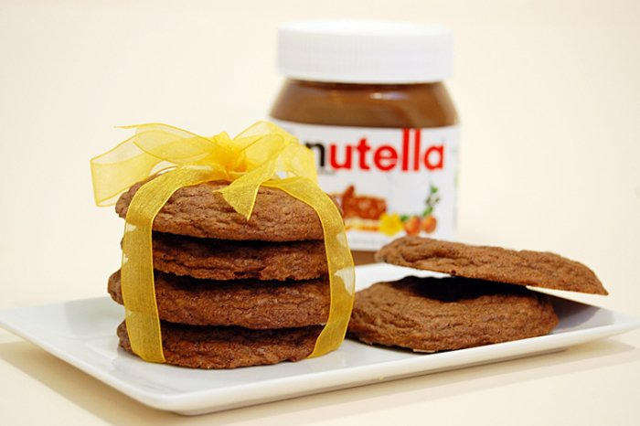 galletas de nutella envueltas con un moño de color amarillo