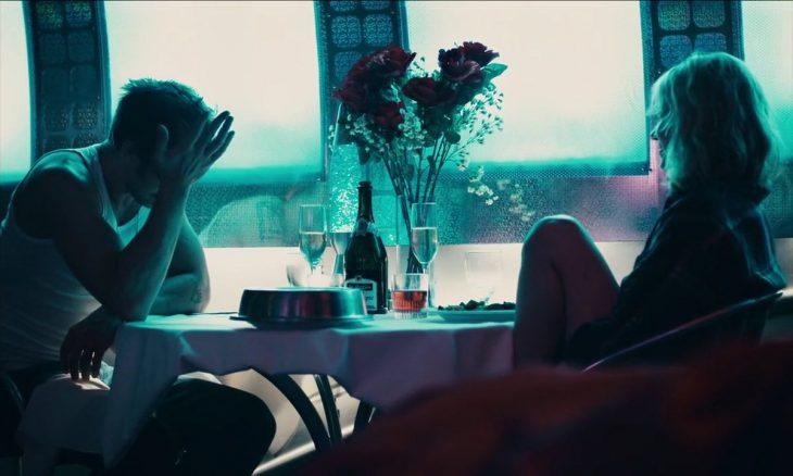 escena de la película blue valentine donde la pareja esta en una mesa hablando seriamente