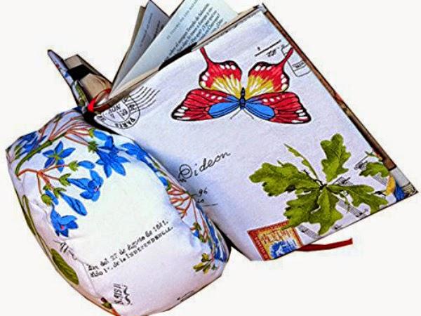 reposador de libros en forma de cojín con mariposas
