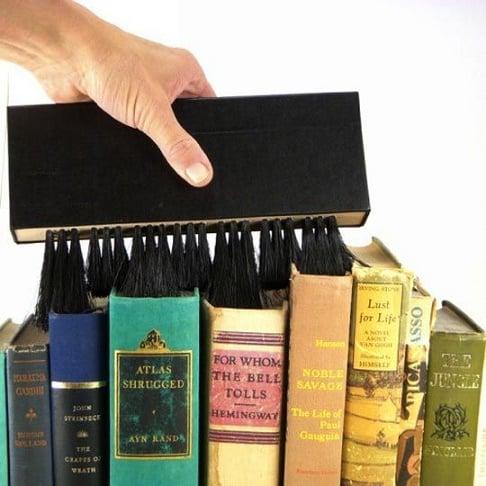 cepillo para limpiar libros