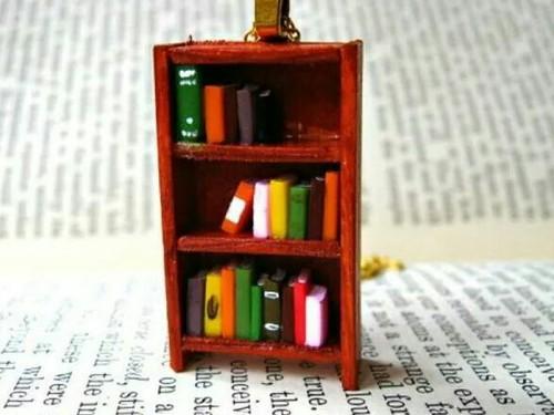 collar en forma de librero