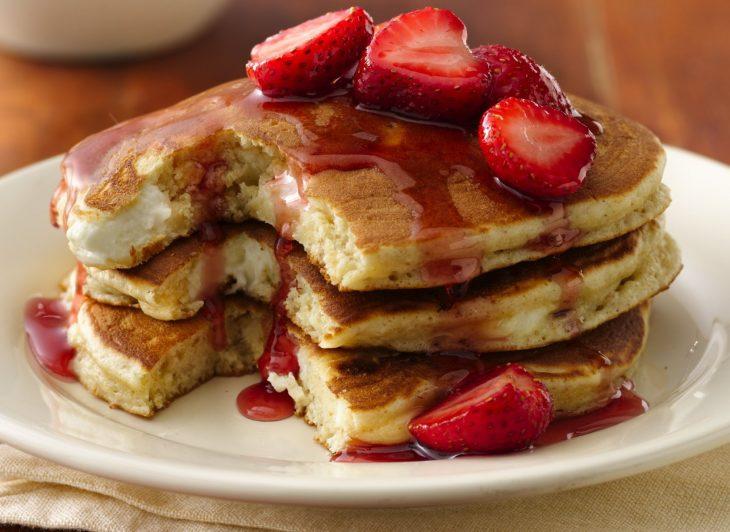panques con miel y fresas