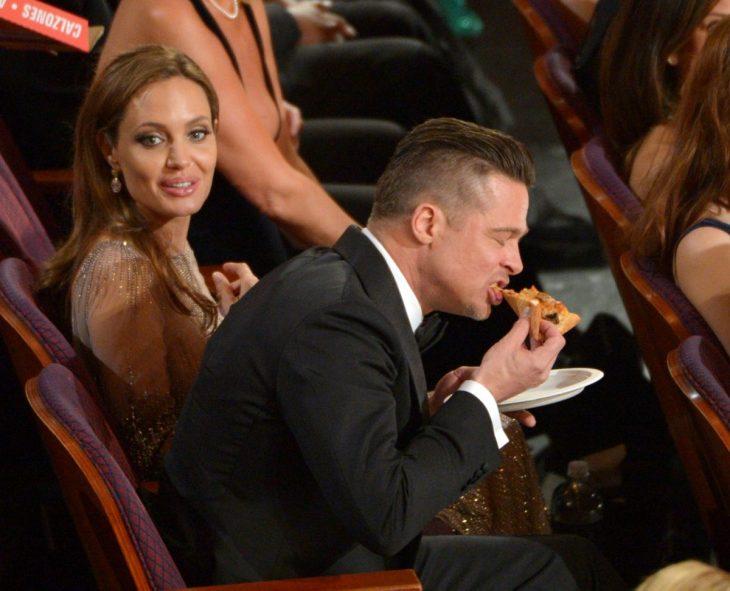brat pitt comiendo pizza en los oscar 2014