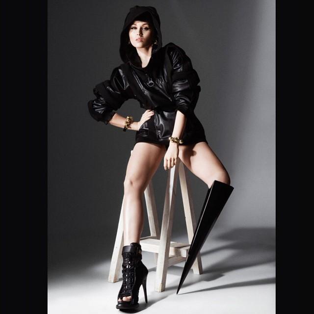 Sesión de fotos de la primer modelo con la pierna amputada Viktoria Modesta