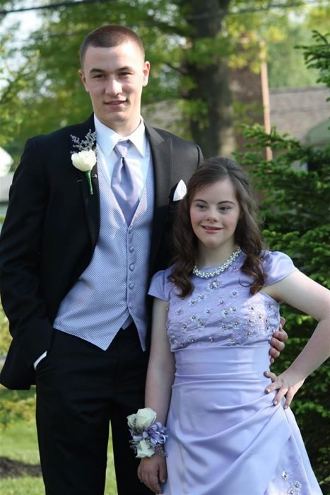 Ben y Mary el día de su baile de graduación
