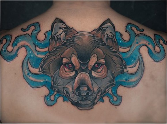 Lobo tatuado con la técnica de acuarela