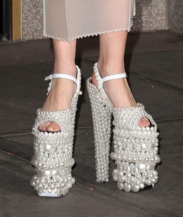 Zapatos de Lady Gaga que tiene perlas