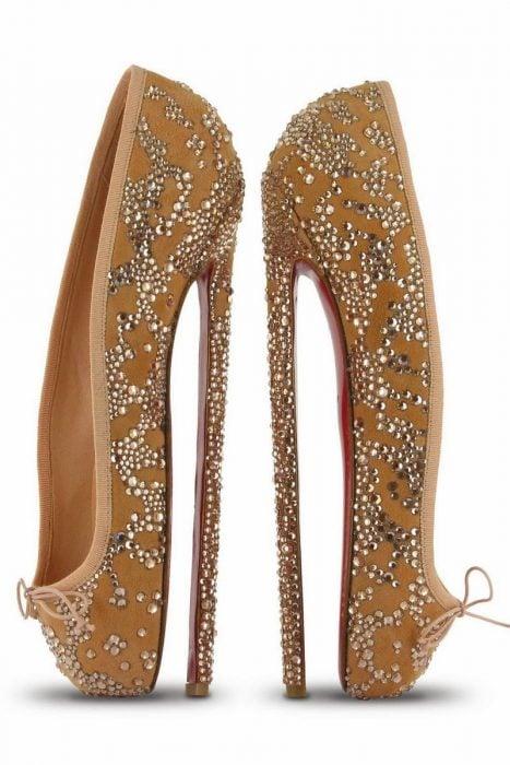 zapatos de tacón que son como los de una bailarina de ballet