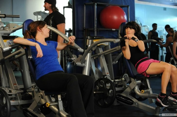 escena de new girl en el gym