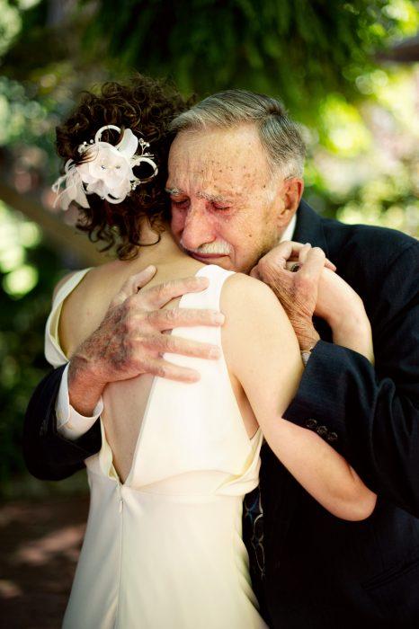 padre y su hija el día de su boda