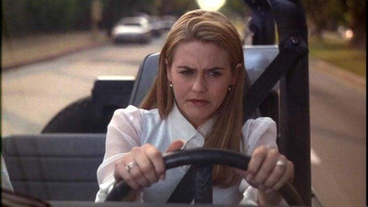 escena de la película clueless cherr conduciendo un jeep enojada