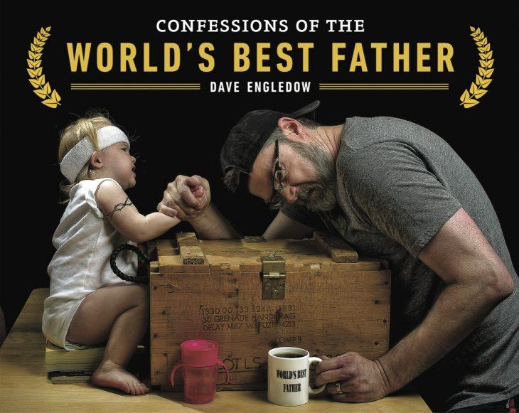 hombre y su hija jugando vencidas