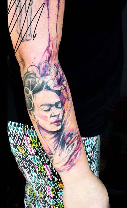 Frida Kahlo tatuada al estilo acuarela