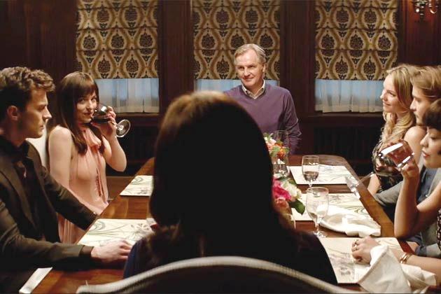 Escena de la película 50 sombras de grey cena en familia