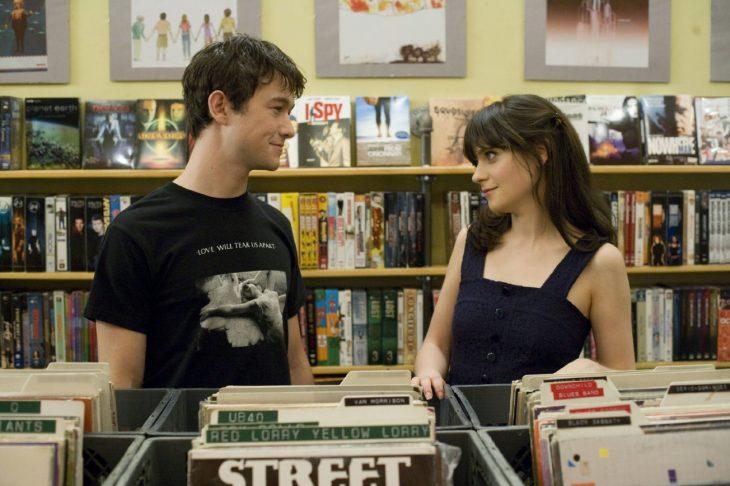 escena de la película 500 días con ella tom y somer en la tienda de discos