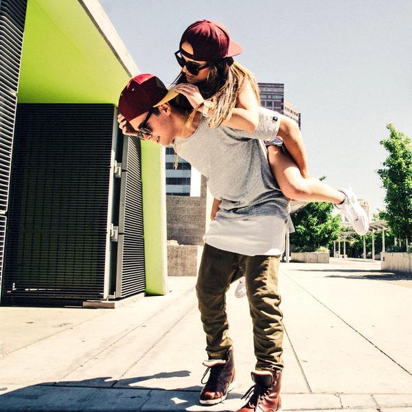 chico y chica jugando