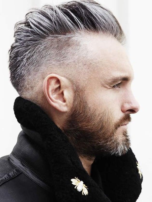hombre con cabello platinado y corte dapper - Cortes De Pelo Caballero