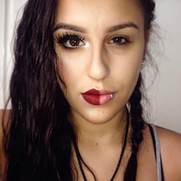 Chica de cabello negro y chino con la mitad del rostro maquillado
