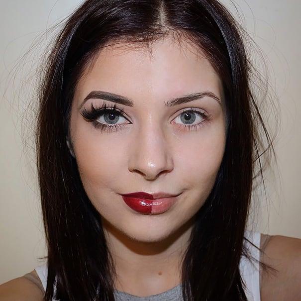 Chica con la mitad del rostro maquillada de una manera exagerada
