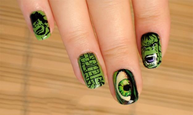 uñas pintadas como el super héroe hulk