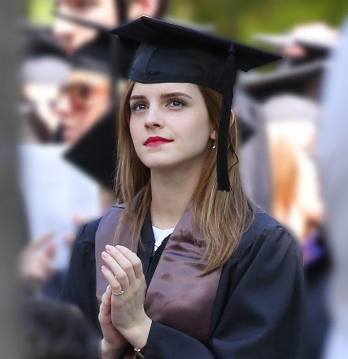 Emma watson graduándose de la universidad