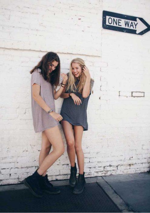 chicas con vestidos cortos