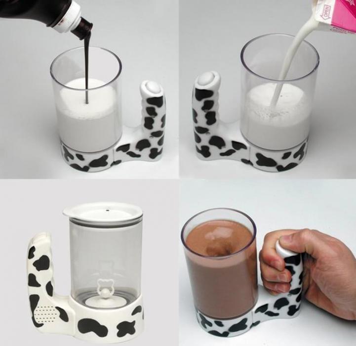 taza con un botón que mezcla la leche y el chocolate