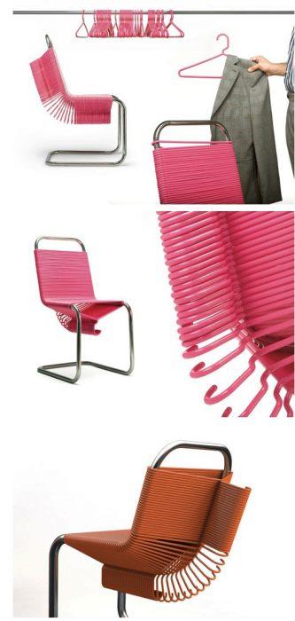 silla que tiene perchas de ropa