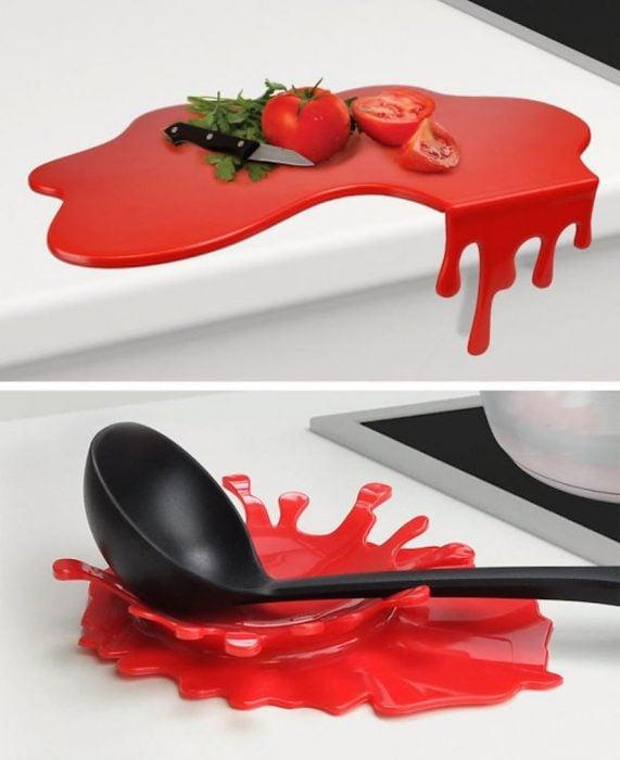 tabla y soporte para cuchara con un diseño creativo en forma de salpicadura de comida