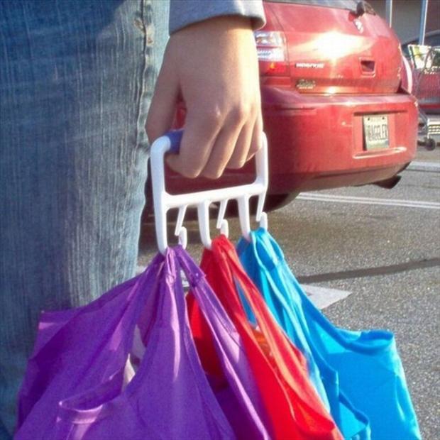 percha para cargar más de dos bolsas en una mano