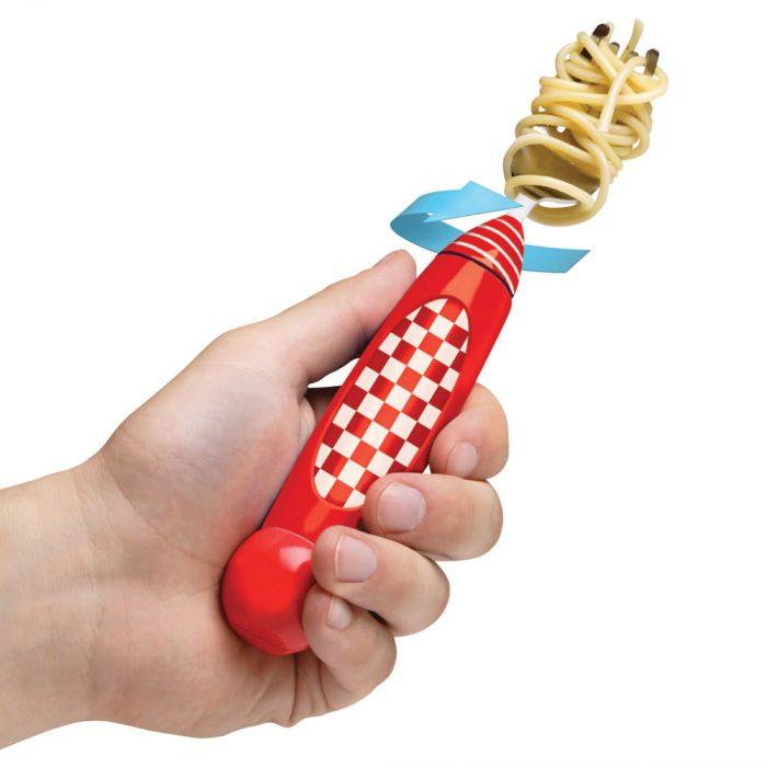 tenedor que se enrolla en el spaguetti
