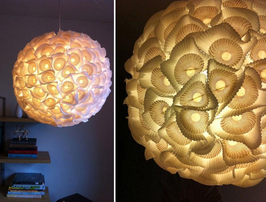 lampara hecha con capacillos para cupcakes