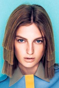 Chica con el cabello cortado en tres capas