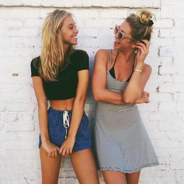 amigas riéndose juntas