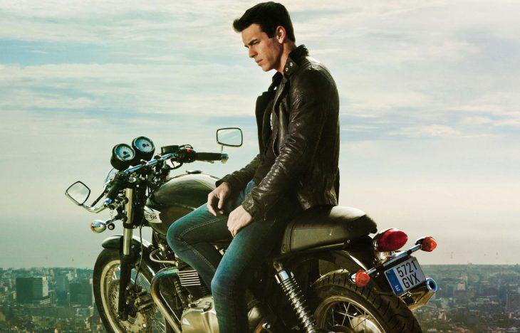 Escena de la película tengo ganas de ti, hache en la moto