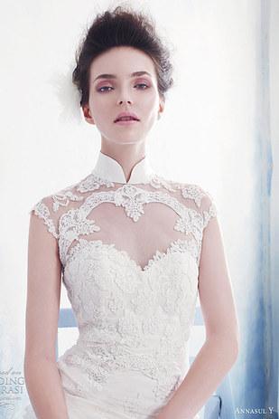 rostro de una mujer usando un vestido blanco
