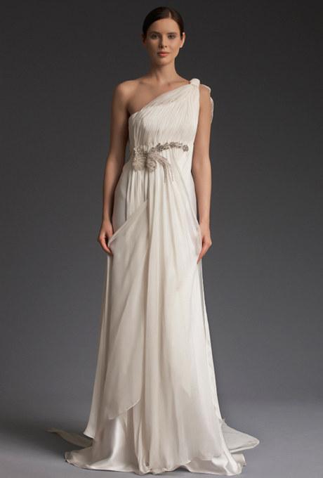 mujer usando un vestido de novia de una manga