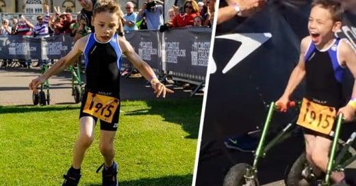 Pequeño con PARÁLISIS cerebral llega a la META sin su andador después de terminar un triatlón