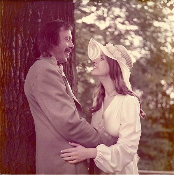 Carrie y Dex hace 40 años, el día de su boda
