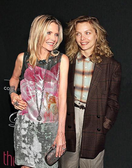Michelle Pfeiffer posando junto a su yo más joven gracias al photoshop