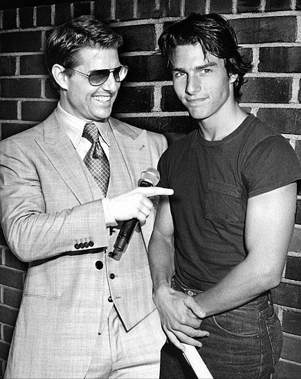 Actor tom Cruise posando junto a el mismo cuando era más joven