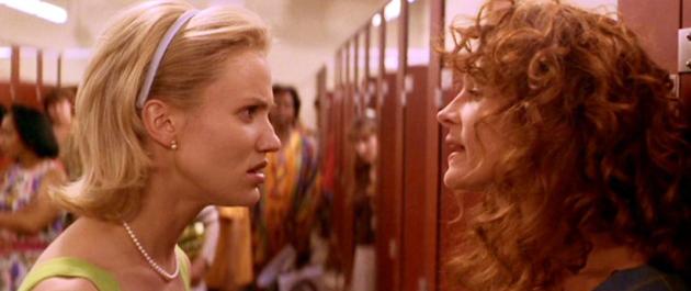 Escena de la película la boda de mi mejor amigo chicas peleando en el baño