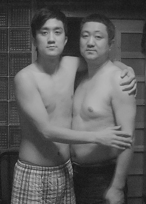 Padre e hijo misma foto 29 años (24)