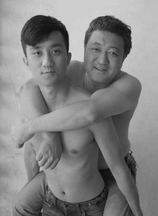 Padre e hijo misma foto 29 años (28)