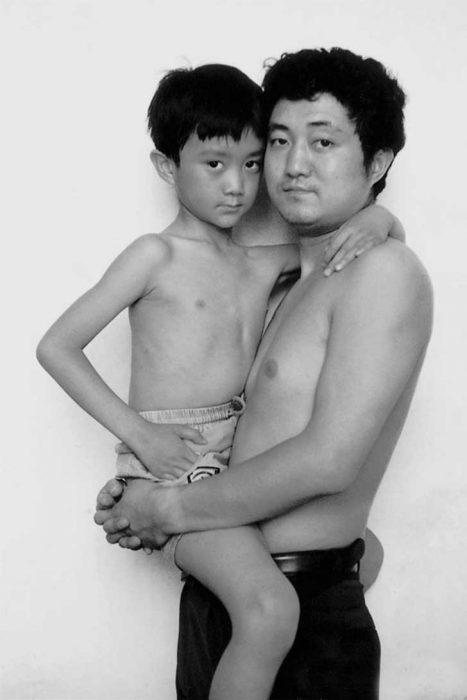 Padre e hijo misma foto 29 años (9)