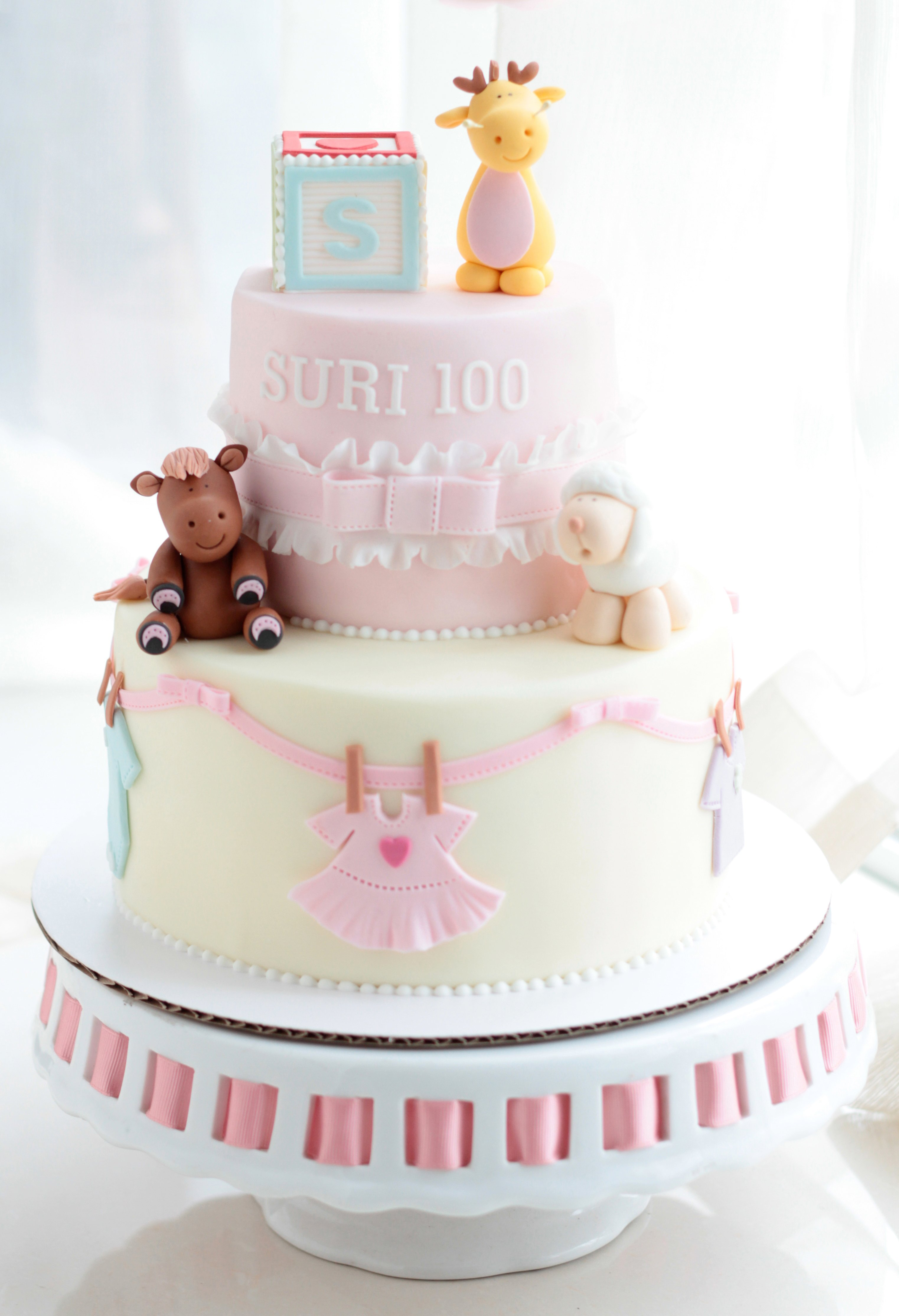 Wonderful Pastel De Baby Shower Para Niña De Color Rosa Y Blanco Y Decoraciones De  Osos Y